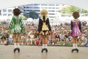 dancers_crowd